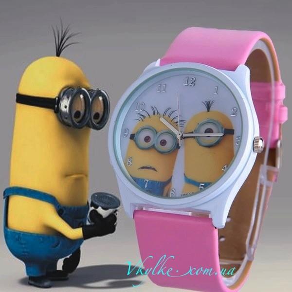 Часы «Миньоны» розовые